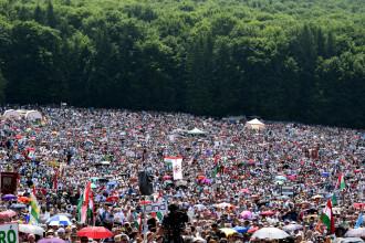 Peste 100.000 de oameni la pelerinajul de Rusaliile catolice de la Șumuleu Ciuc