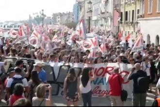 """Proteste ample în Veneția față de vasele de croazieră. """"Orașul se scufundă încet"""