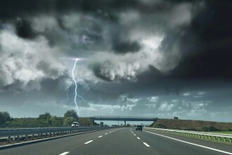 Cod portocaliu și galben de furtună, ploi și grindină. Lista județelor afectate