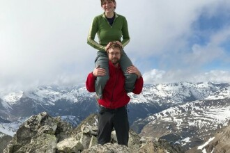 O britanică i-a savat viața iubitului ei atacat de urs, în munții României. Ce a făcut fata