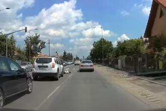 O tânără care a trecut în fugă un drum național s-a izbit de o mașină. VIDEO