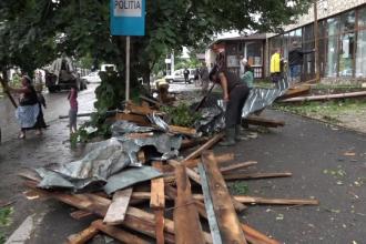 """Pagube însemnate provocate de ploile și vijelii în aproape toată țara: """"A venit potopul"""""""