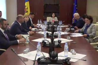 Criza din R. Moldova. Cele două centre de putere formate la Chișinău. Sediul Guvernului, înconjurat de poliție