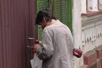 Femeia cu Amstaff-ul care a sfâșiat un cățel, la fel de agresivă ca patrupedul ei. VIDEO