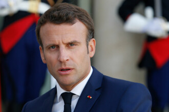 Emmanuel Macron consideră că NATO este în