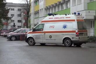O femeie din Constanța a vrut să ude florile, dar a căzut de la etaj. În ce stare se află acum