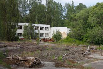 Noul sarcofag de la Cernobîl care acoperă reactorul avariat în urma exploziei