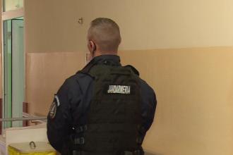 Un nou jandarm rănit în România. A fost lovit cu o masă în cap în Mureș