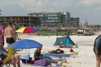 Dezastru pe litoral: turiștii întâmpinați cu gunoaie, câini vagabonzi și terase închise