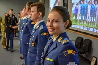Absolventa unui colegiu militar din România, șefă de promoție la cursuri în SUA