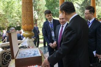 Ziua lui Xi Jinping. Putin i-a adus cadouri și și-au amintit de când au băut votcă