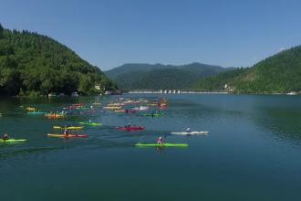 Lacul Bicaz, loc de întrecere cu caiacul. Cursa de 20 de km, încheiată în 4 ore