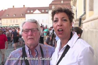 """Reacția unor turiști din Canada, când ajung la Festivalul de Teatru din Sibiu: """"Uimitor!"""""""