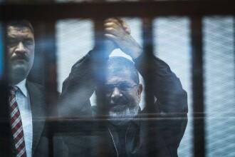 Fostul preşedinte egiptean Mohamed Morsi a murit. S-a prăbușit în sala de tribunal