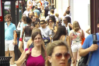 Populaţia planetei noastre va încetini ritmul de creştere, la sfârşitul acestui secol. Explicaţia