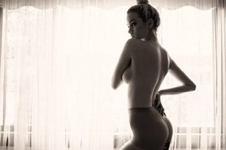 De ce se plânge o tânără de 25 de ani că are sânii prea mari. Cum arată? GALERIA FOTO