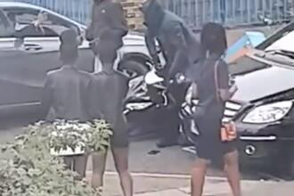 Momentul în care un bărbat care livrează pizza este atacat de zeci de indivizi. VIDEO