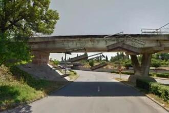 ANIMAȚIE. Balustrada unui pod din Buzău s-a prăbușit. Primăria știa că trebuie reparat