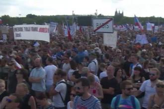 Cehia: sute de mii de oameni cer demisia premierului și a ministrului Justiției