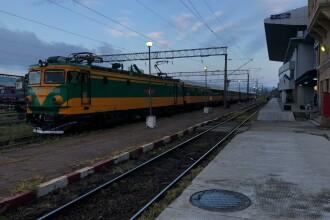 Trafic feroviar afectat între Dr. Tr. Severin-Strehaia. Linia a fost acoperită de ape
