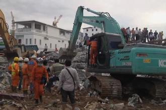 24 de morţi după prăbuşirea unei clădiri în construcţie în Cambodgia. VIDEO