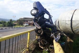 Trei minori din Vâlcea au furat o mașină și au făcut accident cu ea. Unul a murit