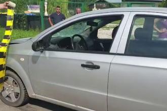 Motivul pentru care un tânăr din Dâmboviţa a sărit în faţa unei maşini, pe stradă