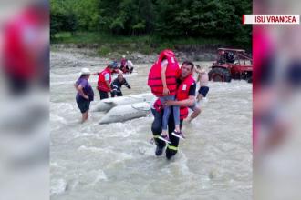 Ploile torenţiale au făcut ravagii în mai multe judeţe din centrul şi estul ţării. 20 de case, inundate