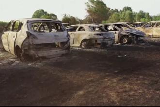 Incendiu de proporții într-o parcare: 38 de mașini au fost distruse