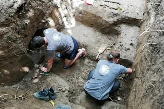 Presupuse gropi comune descoperite în curtea Cercului Militar din Caransebeş