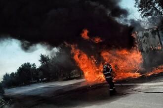 TIR încărcat cu chipsuri, distrus într-un incendiu. Mașina, condusă de un cetățean bulgar