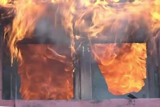 Casă cuprinsă de foc, după ce a fost lovită de un fulger. Codul portocaliu a făcut prăpăd