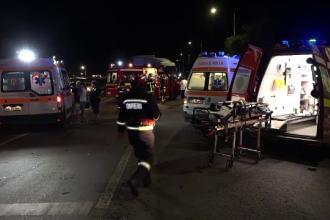 Autobuz cu 80 de muncitori izbit în plin de un TIR, la Arad. Sunt mai mulți răniți