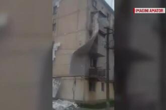 Izolația unui bloc s-a desprins complet în timpul unei furtuni, în Timișoara