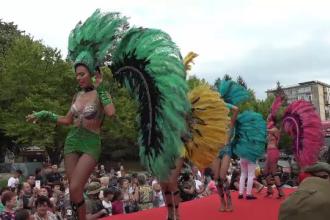 Mii de oameni au ieșit la dans pe străzile din Galați. Paradă inedită de Zilele Dunării