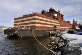 """Rusia trimite în larg controversata navă numită """"Cernobîl plutitor"""". GALERIE FOTO"""