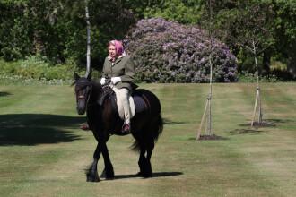 Regina Elisabeta a II-a a fost surprinsă călărind, la vârsta de 94 de ani