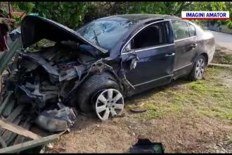 Sfârșit groaznic pentru o bătrână din Dâmbovița. A fost lovită în plin de o mașină care a intrat în curtea ei