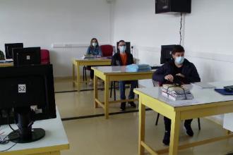 """După trei luni, elevii s-au întors în clase: """"Să nu iau coronavirus, că de luat Bacul pot să-l iau și în toamnă"""""""