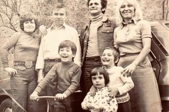 Andreea Esca, Paula Herlo și Rareș Năstase, fotografii și amintiri de colecție din copilărie