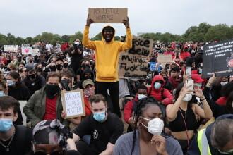 VIDEO. Manifestație pentru George Floyd, la Londra. Un polițist a fost lovit cu pumnul
