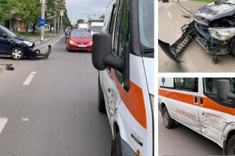 Accident bizar la Timișoara. O ambulanță a fost lovită de o mașină fără șofer