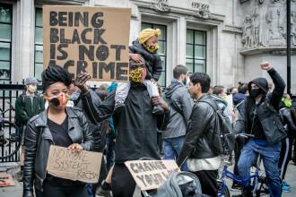 """Zeci de polițiști din Londra, răniți în timpul protestelor: """"Numărul agresiunilor este șocant și complet inacceptabil"""""""