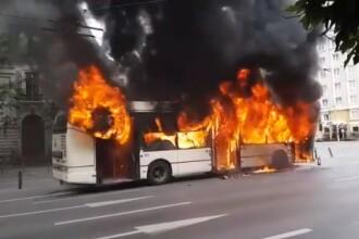 Troleibuz cuprins de flăcări uriașe în Capitală. Reacția lui Firea: E strigător la cer ce se întâmplă