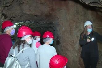 Reacția turiștilor nevoiți să intre cu masca în peșteră: