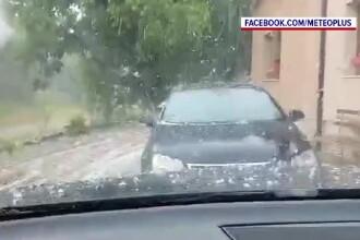 Furtuni violente și grindină în mai multe zone din țară. Un bărbat a murit lovit de fulger