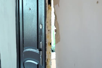 """Bărbat rănit în urma unei explozii puternice într-o garsonieră din Brașov: """"A bubuit. Te sperie"""""""