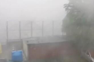 Furtună iscată din senin în Zalău. Străzi inundate, pomi rupți și grindină de câțiva centimetri