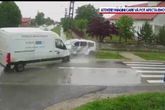 VIDEO. Accident grav în Timiș. Momentul în care o autoutilitară lovește în plin o mașină