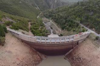 Imagini spectaculoase din Australia. Cum arată cel mai mare lac de acumulare golit. VIDEO